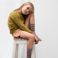 frotte-sweater-pear_frotte-shorts-warm-biscuit-kneesocks-heather.jpg