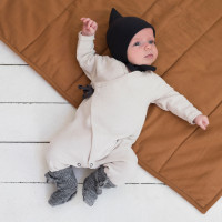 newborn_cross-over_newborn_suit_oatmeal_pointed_baby_bonnet_pointelle_charcoal.jpg